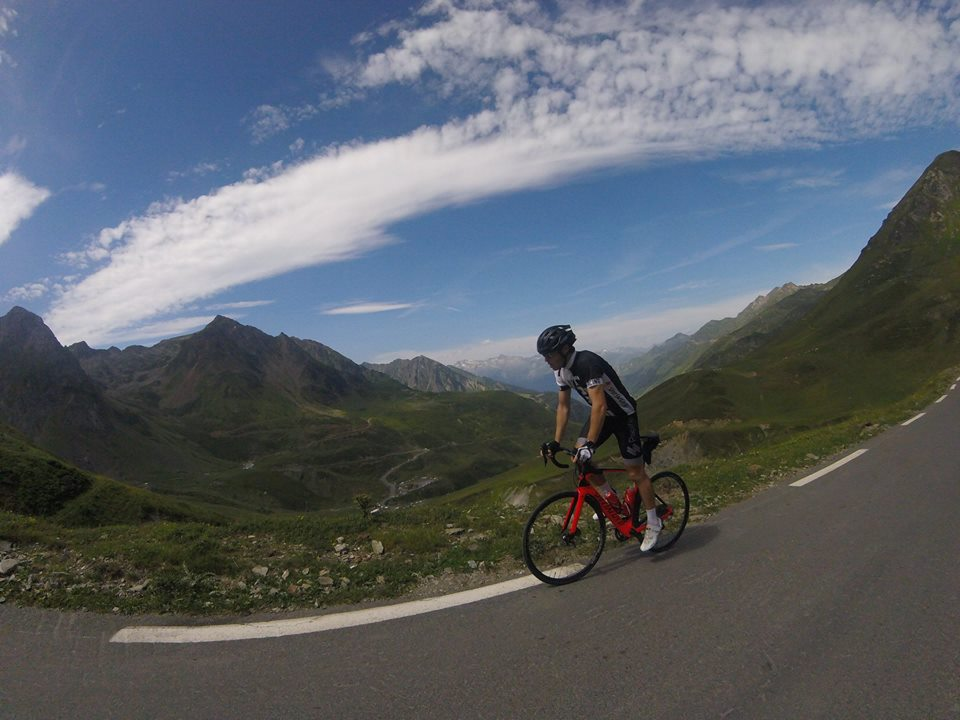 Big views on the final kilometres to the Col du Tourmalet summit