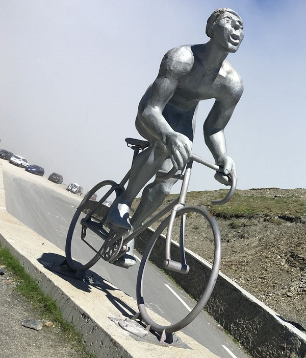 Le Geant statue on the Col du Tourmalet pays homage to Octave Lapize